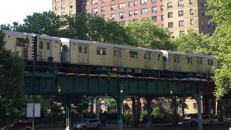 Discusión en metro de NY termina en tragedia: Un hombre es apuñalado y su esposa lesionada