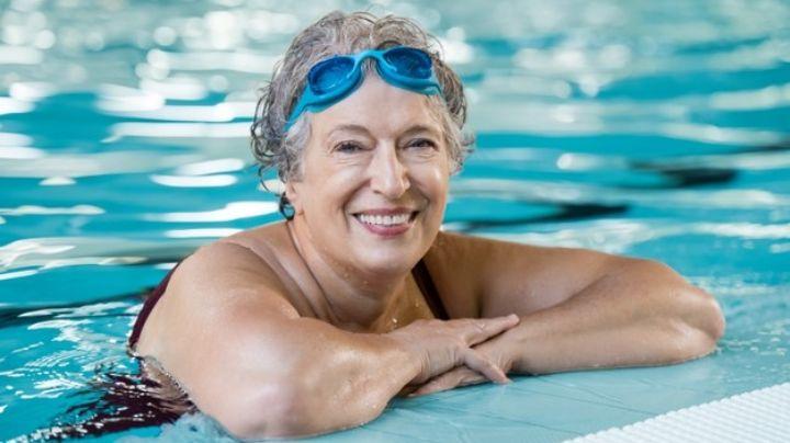 Al agua patos: Estas son las razones por las que debes nadar después de los 60 años