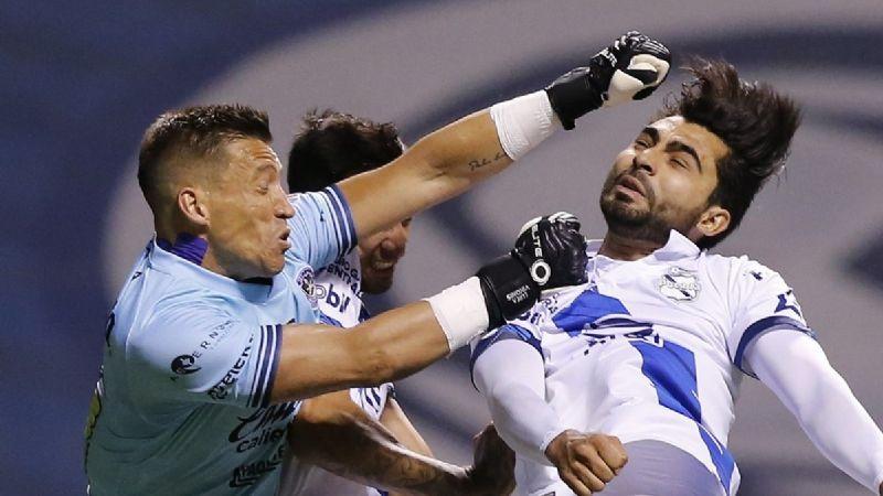 Nicolás Vikonis se disculpa luego de la expulsión ante el Puebla FC