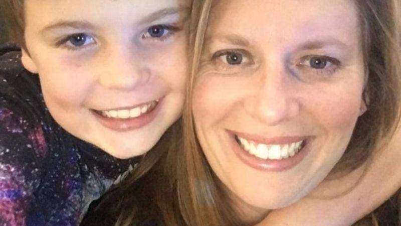 Desgarrador: Madre soltera despierta a su hijo para ir a la escuela y lo halla muerto; le dicen esto