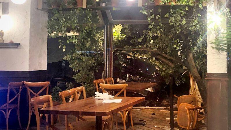 VIDEO: Conductora se va de frente contra un restaurante; un repartidor perdió la vida