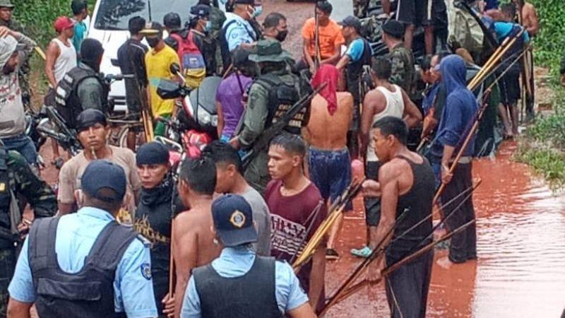 Grupo ilícito masacra a más de una decena de indígenas; busca controlar una mina