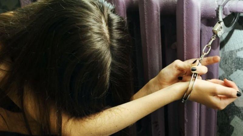 Mujer tortura y mata de hambre a su empleada doméstica en Singapur; pesaba 29 kilos cuando murió