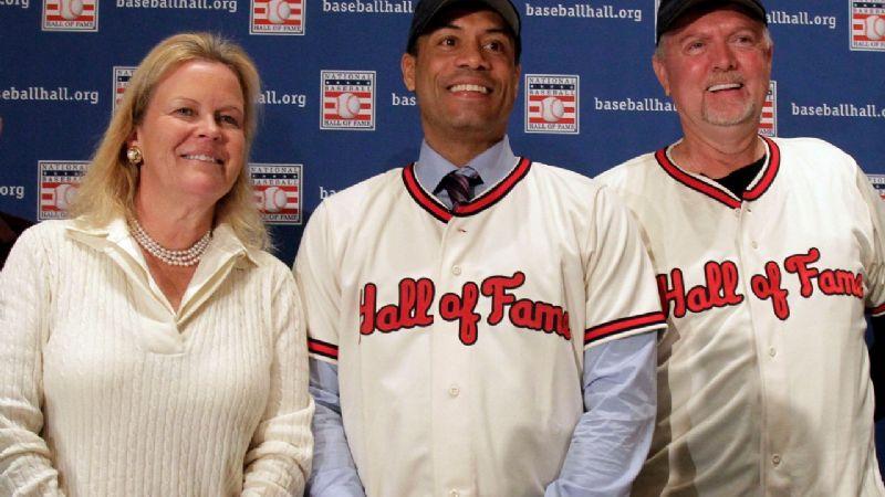 MLB coloca a miembro del Salón de la Fama Roberto Alomar, en 'lista de inelegibles'