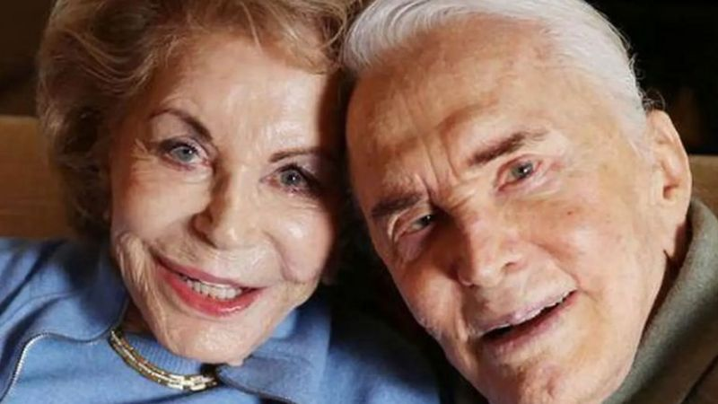 Fallece Anne Douglas, viuda del legendario actor de Hollywood Kirk Douglas