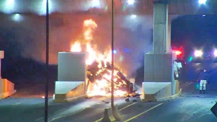 ¡Trágico! Camioneta choca contra caseta en Aguascalientes y provoca incendio; hay 2 muertos