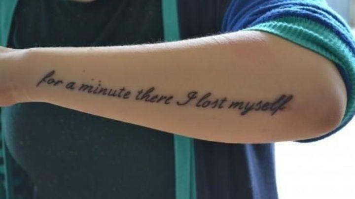 Demuestra tu amor por la música con estas frases para tatuajes de hombre en el brazo