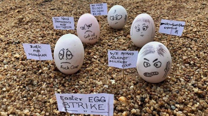 FOTOS: Con huevos de pascua, manifestantes protestan contra junta militar en Birmania