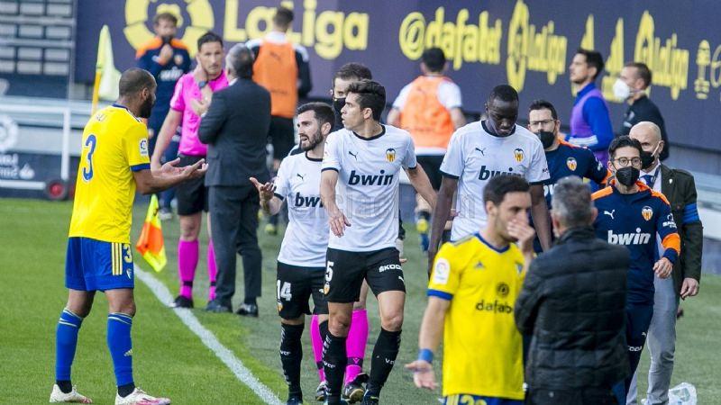 Racismo en la cancha: Jugadores del Valencia CF abandonan partido tras insultos
