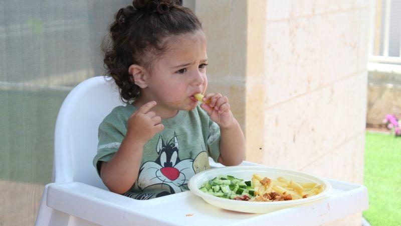 ¿Temporada de calor? Identifica quiénes son más vulnerables a intoxicarse con alimentos