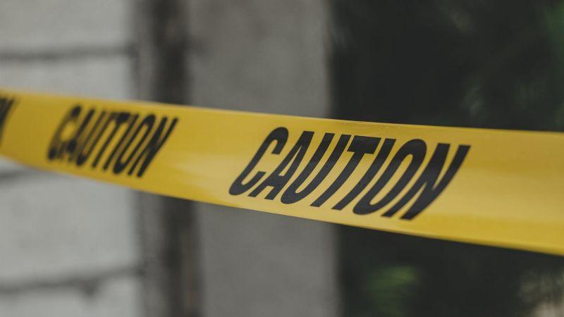 Tiran el cuerpo de una mujer cerca de un arroyo en Puebla; estaba envuelto en una lona