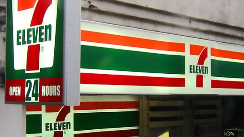 """Mald... chino"": Golpean a joven asiático que trabaja en un 7-Eleven de Manhattan"