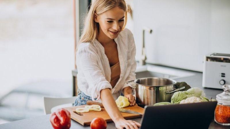 Descubre todos los asombrosos beneficios que aprender a cocinar le trae a tu vida