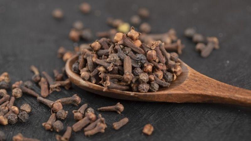 Logra el abdomen de tus sueños con ayuda de un té de clavo de olor