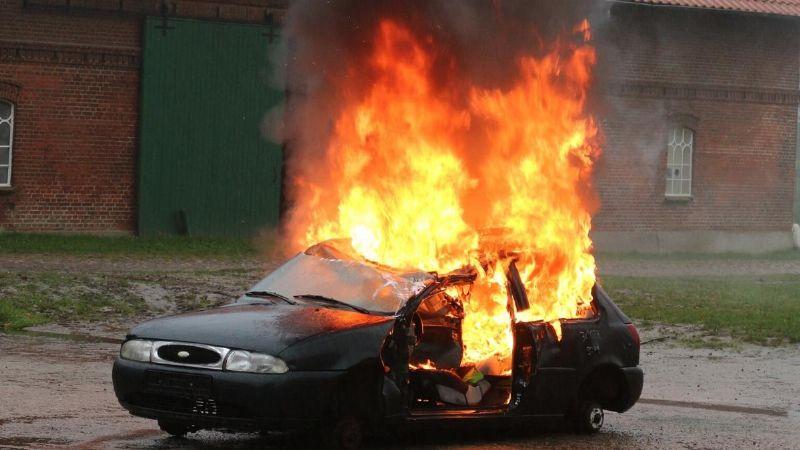 Solo fueron a la lavandería: Pareja desaparece misteriosamente; hallan su auto en llamas
