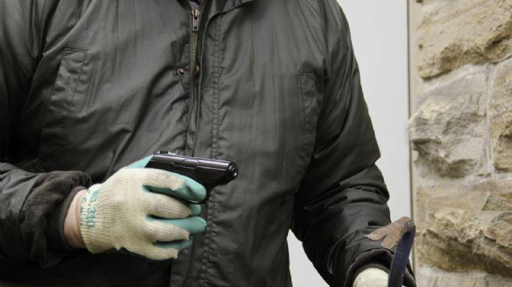 Sangriento homicidio: Ejecutan a sujeto que viajaba en un taxi; lo esperaban en su destino
