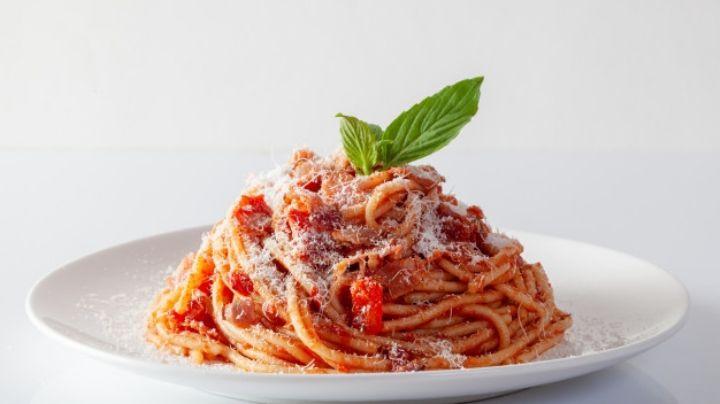 ¿No sabes que comerás hoy? Este espagueti rojo será tu salvación
