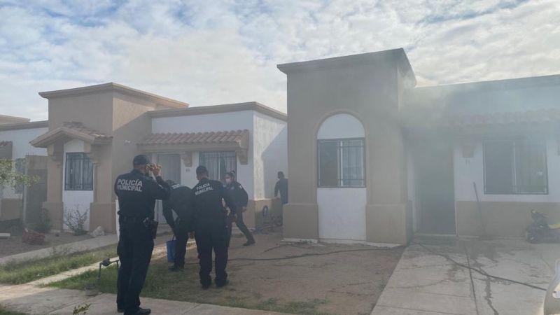 Policía de Hermosillo salva a familia de morir en incendio; a 'cubetazos' sofocan el fuego