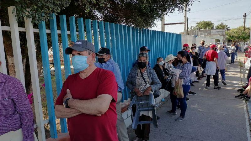 Entre retrasos, desorganización y molestia, reinicia vacunación contra Covid-19 en Cajeme