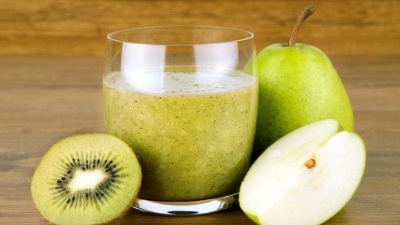 Desintoxica tu cuerpo de forma natural con ayuda de este licuado de pera, kiwi y linaza