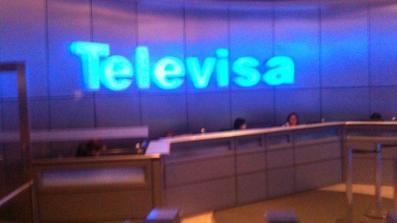 """""""Me emocioné muchísimo"""": Conductora de Televisa recibe vacuna en Estados Unidos"""