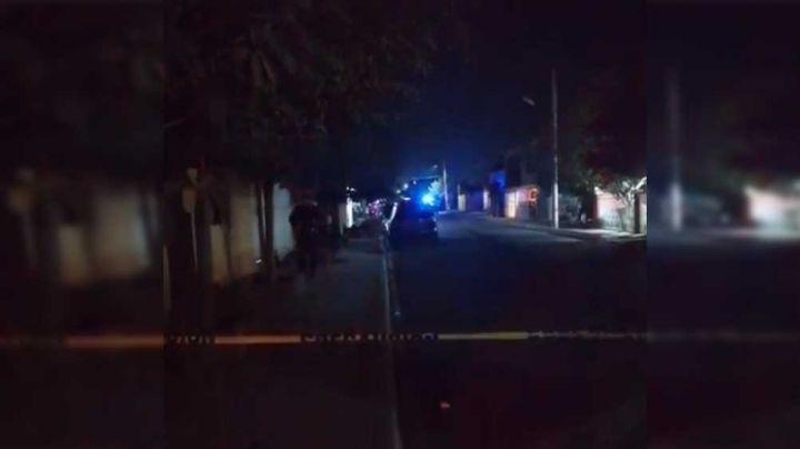 Joven es ultimado a balazos mientras caminaba por la calle; autoridades investigan