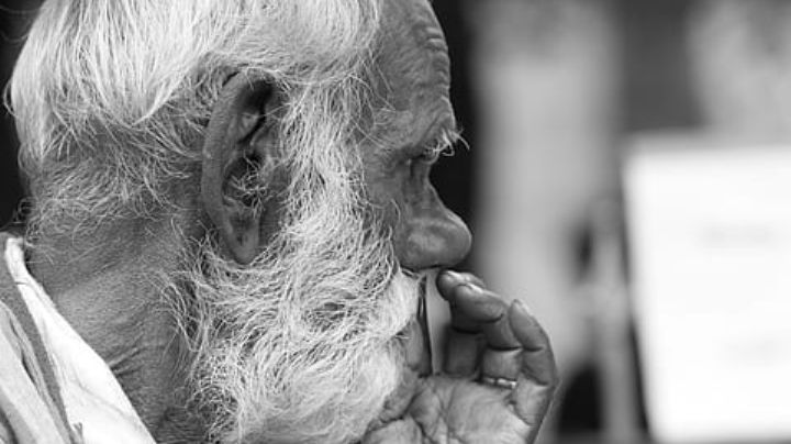 VIDEO: Sujeto agrede a un hombre de 77 años que compraba insumos; la víctima es de origen asiático