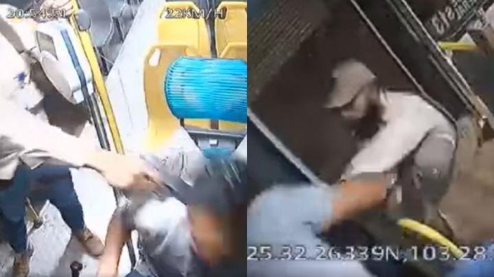 VIDEO: Un chofer se defiende de un asalto en Coahuila; empujó al ratero fuera del camión