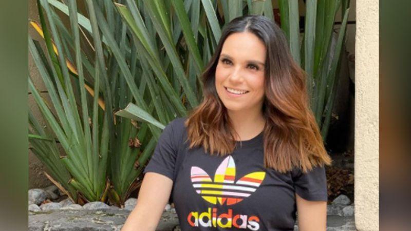 """Tania Rincón 'derrite' a todo Televisa al lucir pierna con tremendo vestido en 'Hoy': """"Chiquita"""""""