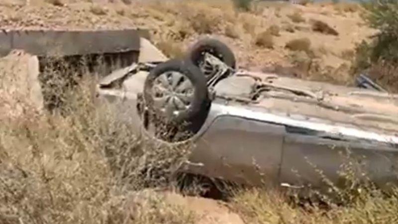 Mujer resulta lesionada tras volcadura en la carretera Hermosillo-Guaymas; hay un perrito perdido