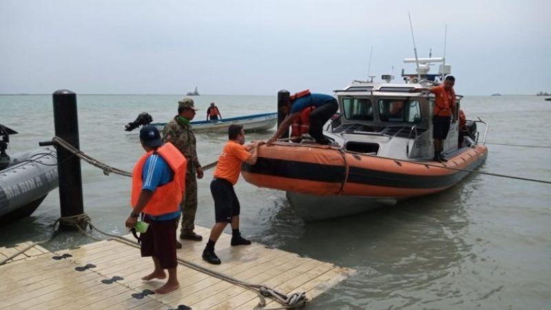 Estaban a la deriva; Semar rescata a 11 personas en un yate de Veracruz