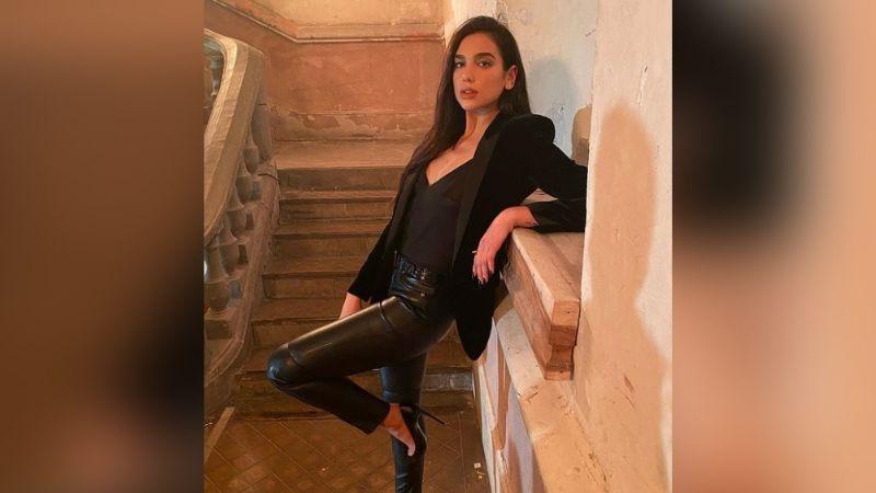 Dua Lipa se roba todas las miradas en Instagram con un divino vestido negro