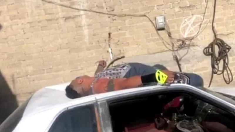 VIDEO: Arrojan a luchador mexicano desde azotea; sus piernas atraviesan un parabrisas