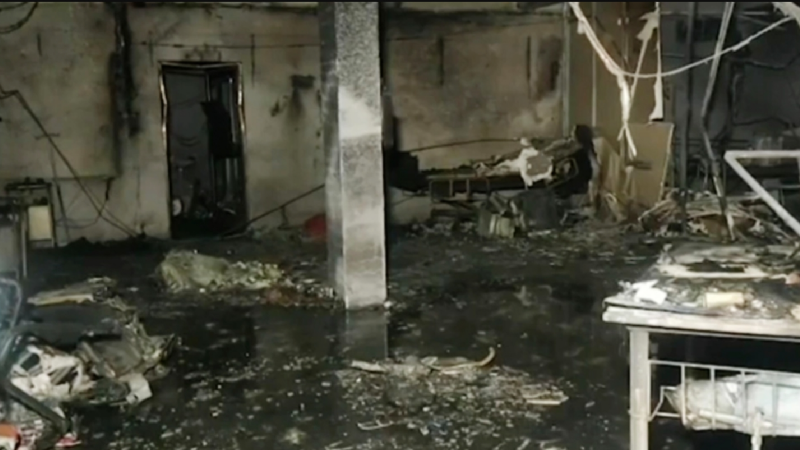 VIDEO: ¡Tragedia! Incendio arrasa con hospital Covid-19 y mueren 18 personas calcinadas