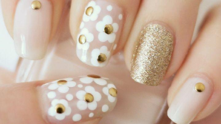 ¿Flores en los dedos? Las uñas postizas con margaritas toman cada vez más fuerza