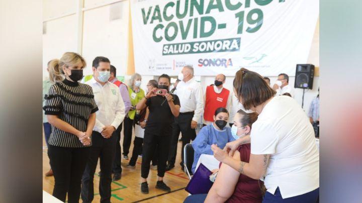 Covid-19: Claudia Pavlovich supervisa la vacunación a personal del Sistema Educativo en Sonora