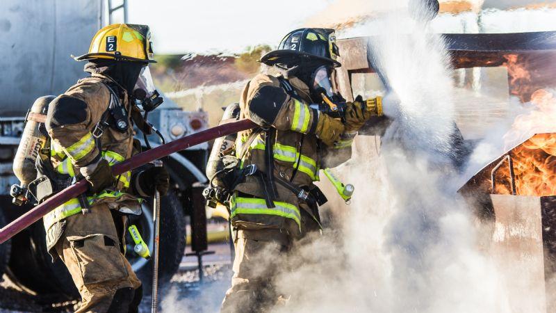 Ciudad Obregón: Eduardo despierta y ve su auto ¡en llamas!; la causa fue un corto circuito