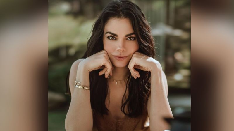 Livia Brito se olvida de polémica en Televisa y cautiva Instagram al lucirse en atuendo azul