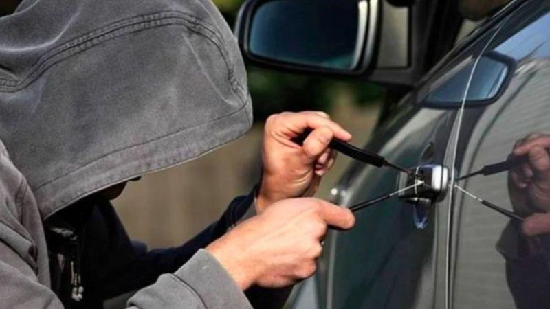 Ladrones de autopartes son captados en VIDEO; usuarios denuncian que ocurre seguido