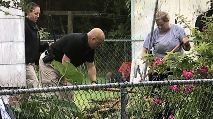 Macabro hallazgo: Descubren restos humanos enterrados en el patio trasero de un hombre