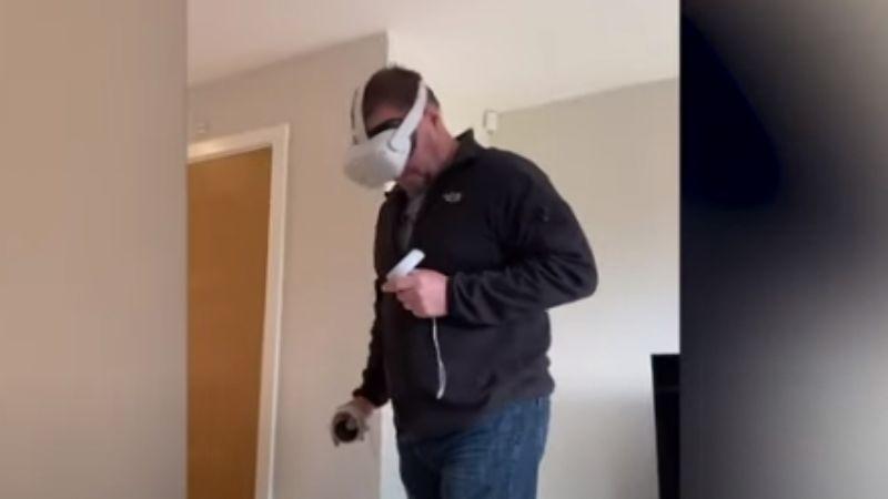 Tremendo golpe: Papá experimenta realidad virtual por primera vez y se accidenta
