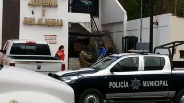 Violento atraco en Guaymas: A punta de pistola, delincuentes roban 200 mil pesos en joyas