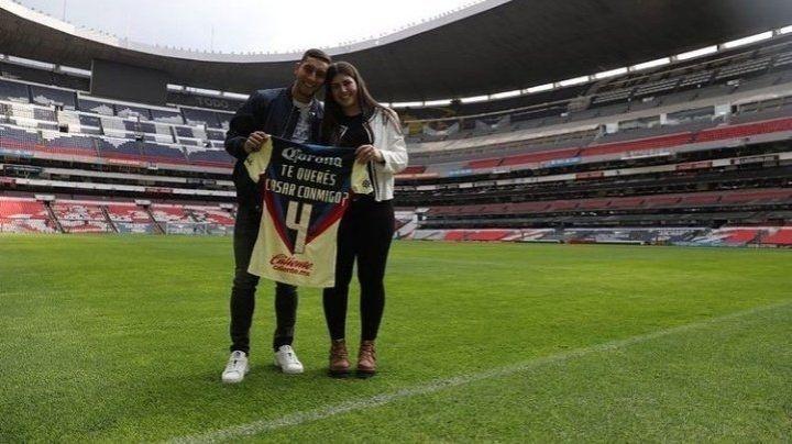 ¡Se casa! Futbolista del Club América sorprende a su novia con original propuesta