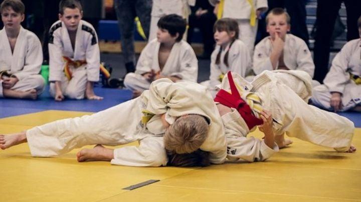 Niño de 7 años se encuentra en coma tras ser golpeado por su maestro y un compañero de judo