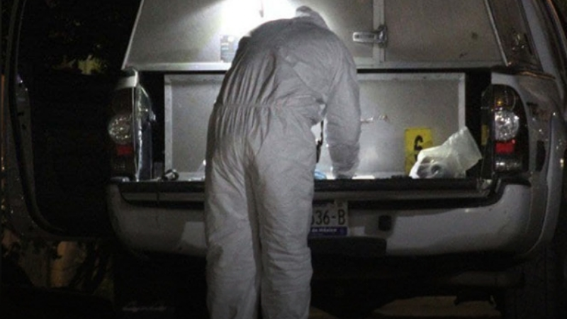 Conductor pierde el control y se vuelca en carretera; su cuerpo quedó prensado