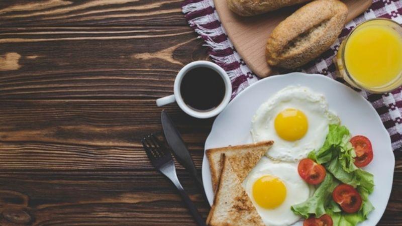 ¿Es la comida más importante de día? Conoce por qué no debes saltarte el desayuno