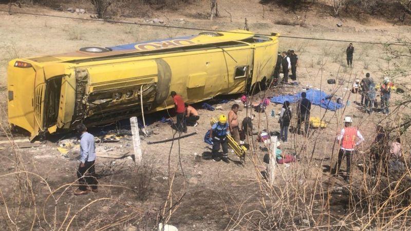 ¡Trágico Accidente! Vuelca autobús procedente de Guerrero; hay 6 muertos y 16 lesionados