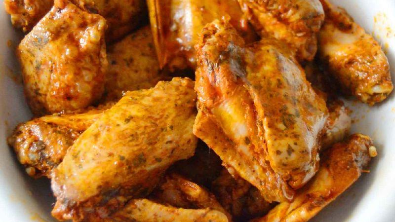 Esta receta de alitas de pollo 'fitness' con romero son perfectas para una tarde de películas