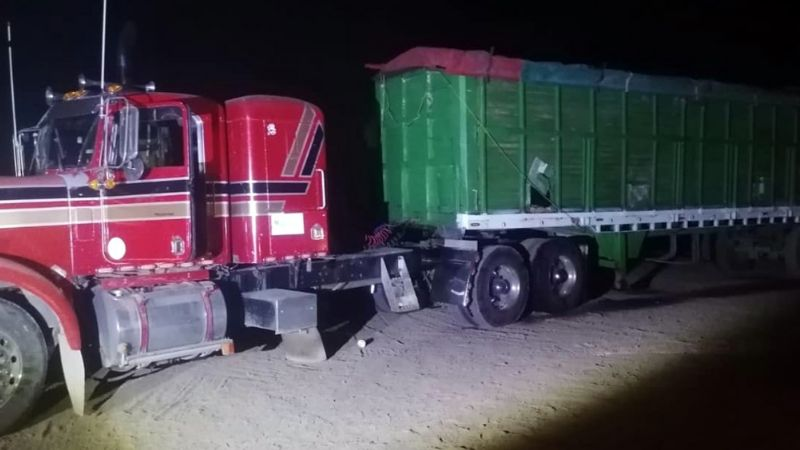 Localizan tráiler abandonado en Sonora; estaba cargado con casi 13 mil litros de combustible