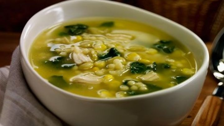Prepara esta deliciosa sopa de espinacas y comienza a tener una vida más sana